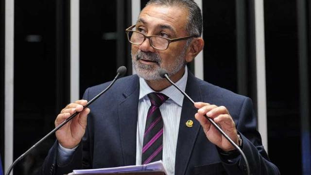 Senador se arrepende por impeachment: 'governo Temer é quadrilha'