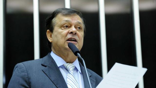 Sobrinho de deputado dá aval a propina e promete ajuda em ministério