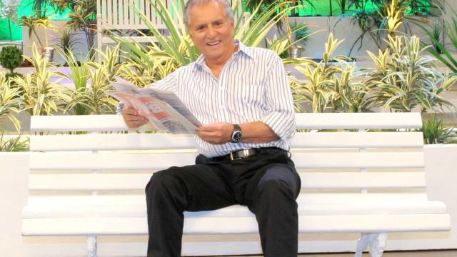 Carlos Alberto diz que namorada é 'bengala' e dispara: 'Sou pegador'