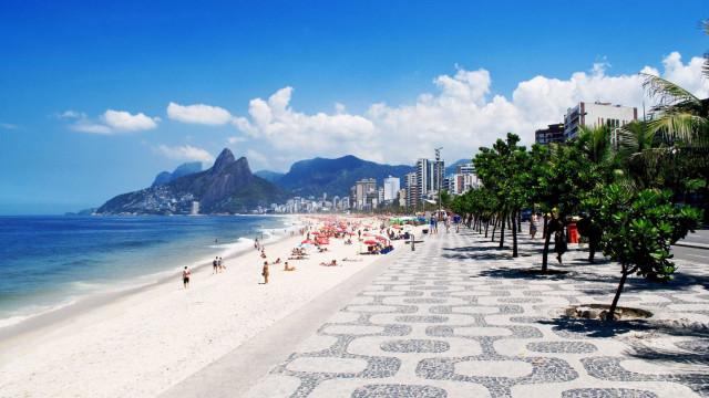 Ao menos 8 turistas ficam feridos em queda de elevador no Rio