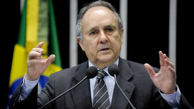 Cristovam Buarque se afasta do cargo de senador e petista assume vaga