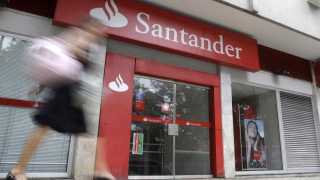 Quadrilha dispara com fuzis e explode agência bancária em SP