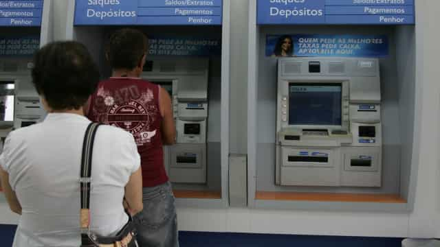 45% dos beneficiários do PIS/PASEP vão usar dinheiro para pagar dívidas