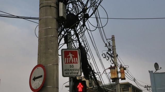 Prefeitura de SP promete retirar 3 mil postes da cidade até 2020