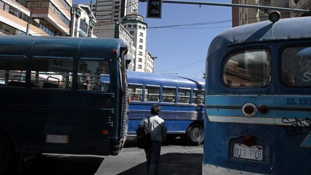 Acidente envolvendo dois ônibus mata pelo menos 22 pessoas na Bolívia