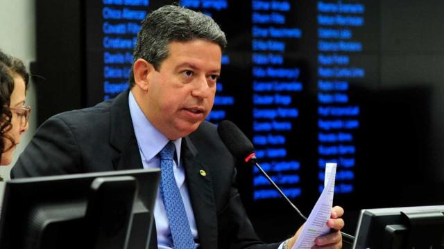 Ministro Edson Fachin manda destruir pistola de deputado federal