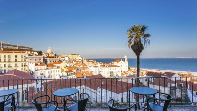 Aumento de turistas e estrangeiros tira antigos moradores de Lisboa