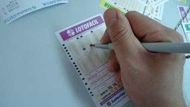 Cinco apostadores levam quase R$ 300 mil cada na Lotofácil