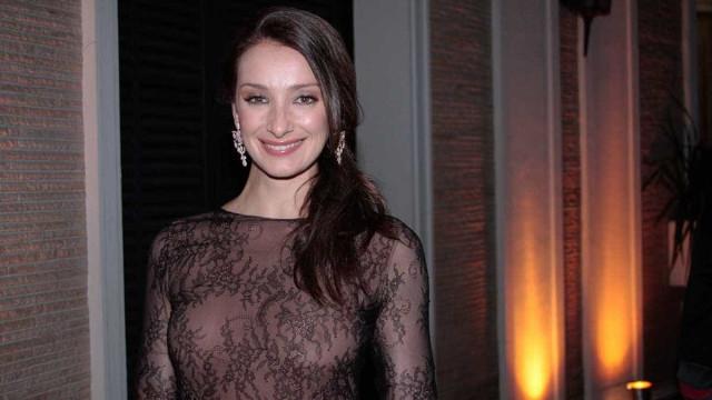 Finalista do Popstar, Sabrina Parlatore 'dá cantada' na Globo