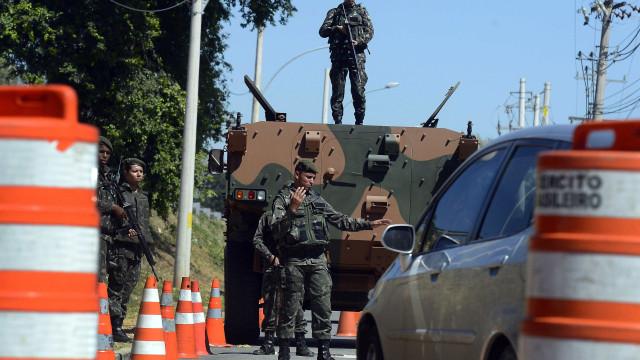 Dois homens são mortos pelo Exército no Rio