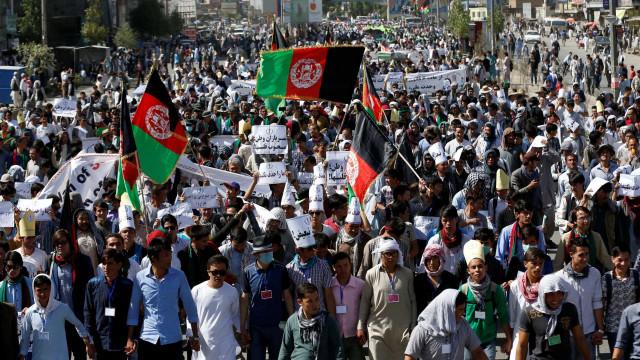 Atentado durante campanha mata deputado e fere sete no Afeganistão