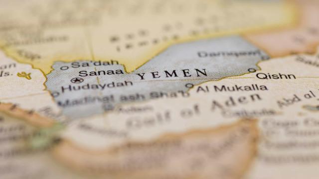 Ataques aéreos no Iêmen fazem 30 mortos e dezenas de feridos
