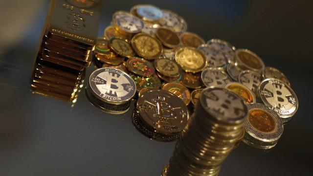 Bitcoin cai mais de 10% e atinge o menor valor desde 2017