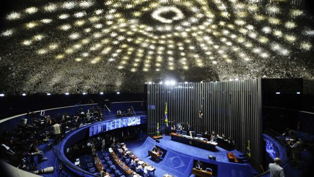 Senado gasta R$ 32 milhões em mesadas para filhas solteiras