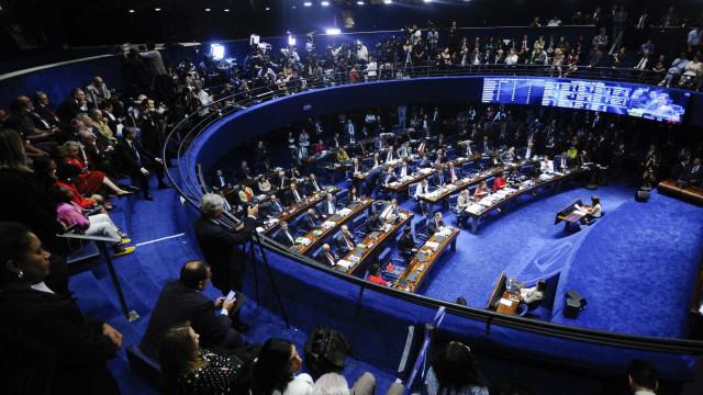 Inabilidade política gera debate antes de voto sobre Dilma