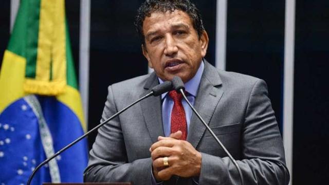 Magno Malta diz a Bolsonaro que não será seu vice