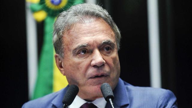 Alvaro Dias elogia Lava Jato e lança pré-candidatura à Presidência