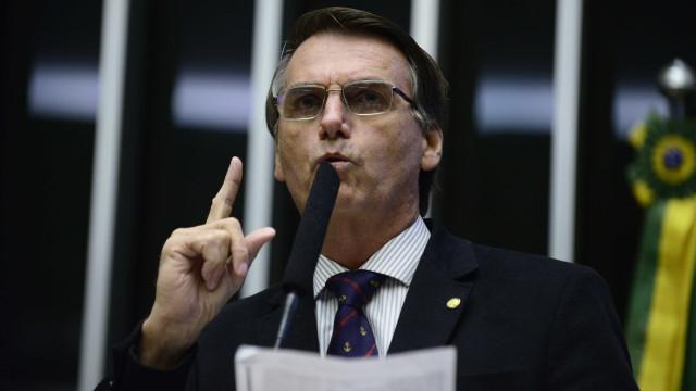 Bolsonaro ocupa espaço tucano e disputa eleitorado com Doria