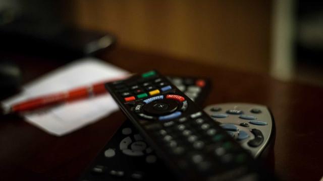 Brasileiros passaram mais tempo em frente a TV em 2017, apontapesquisa