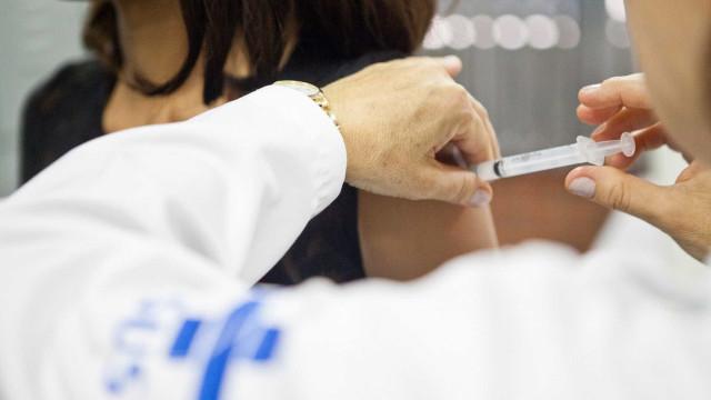 Vacinação reduz circulação de bactérias resistentes, diz especialista