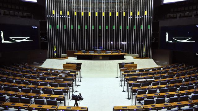 Câmara vende folha de pagamento e anuncia corte de R$ 236,5 milhões