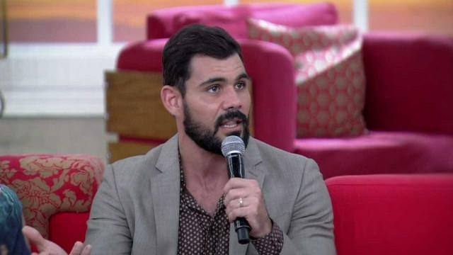 Juliano Cazarré anuncia que será pai e se declara para a mulher