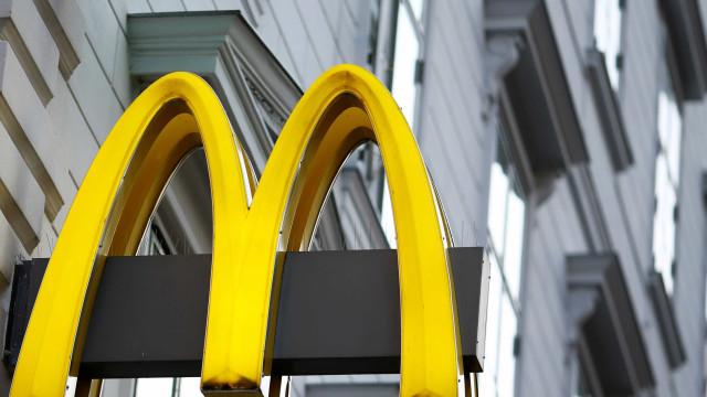 Após ser obrigada a ficar nua, funcionária da McDonalds é indenizada