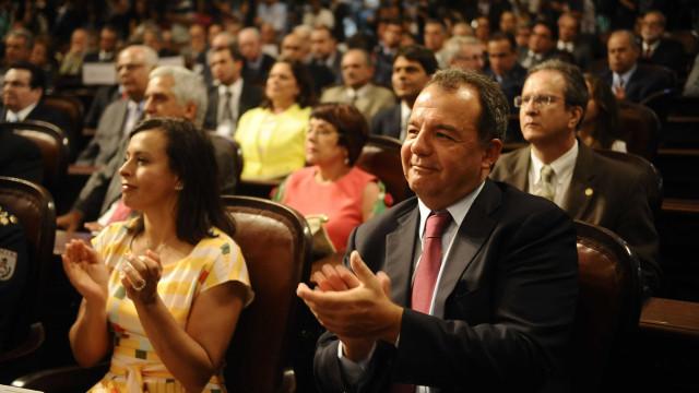 De toalha, Cabral recebeu 10 mil libras em hotel de luxo, diz doleiro