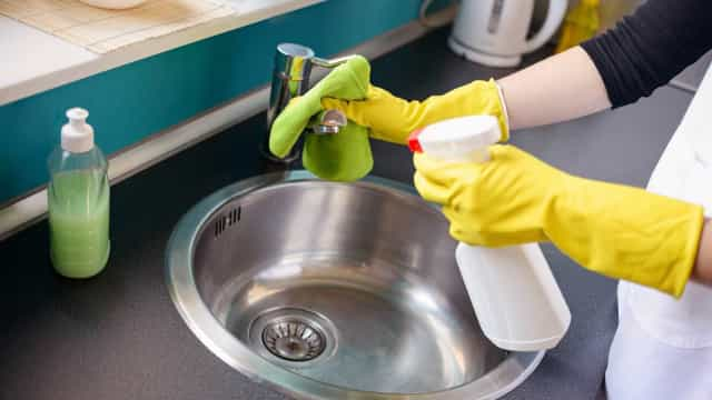 5 truques para limpar a cozinha que você nem imagina