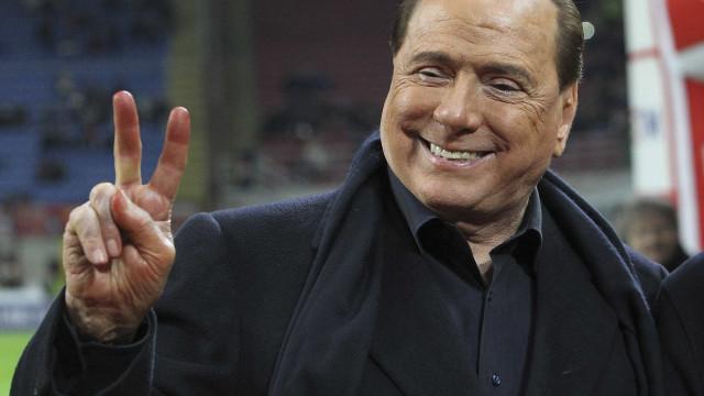 Ex-premiê italiano proíbe que jogadores usem barba, brinco ou tatuagem