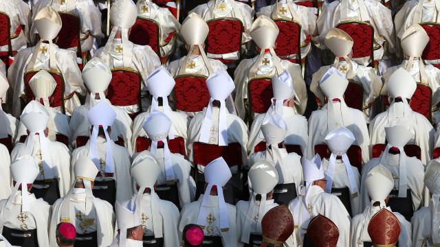 Papa admite que Igreja 'demorou' para enfrentar pedofilia