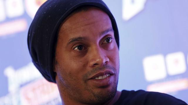 Ronaldinho Gaúcho ignora processos e divulga marcas pelo país