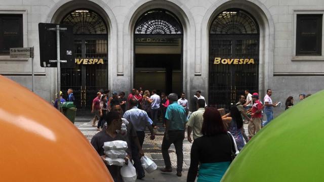 Após eleição de Bolsonaro, dólar sobe 1,51% e bolsa cai 2,24%