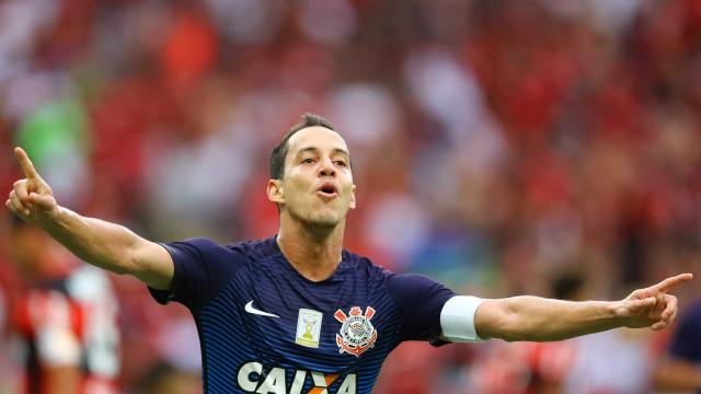 Ex-Corinthians, Rodriguinho está perto de fechar com o Flamengo