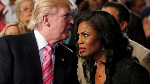 Trump xinga ex-assessora que gravou conversa de 'cachorra'