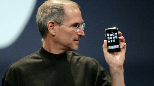 Há 10 anos, Steve Jobs apresentava o iPhone ao mundo