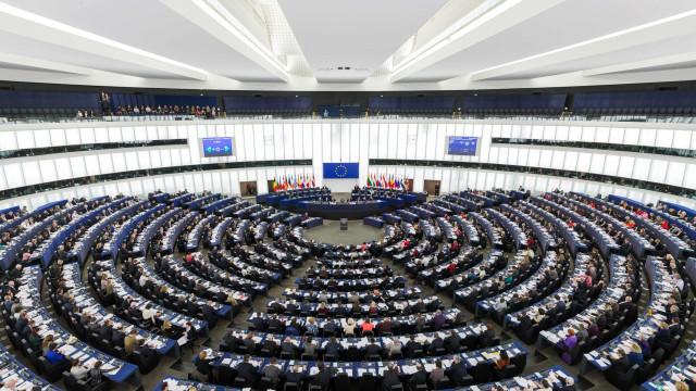Parlamento Europeu aprova moção de censura contra governo húngaro