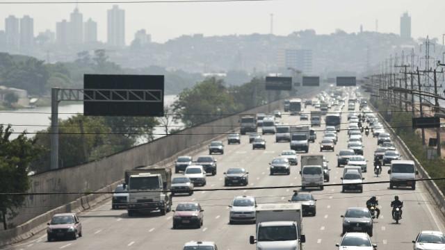 SP: feriado terá rodízio suspenso, estradas cheias e temperaturas altas