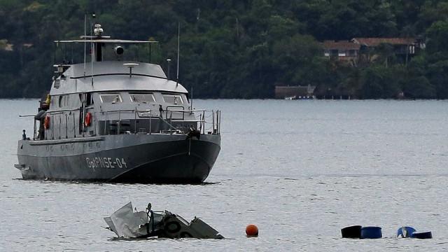 FAB: Remoção de avião que caiu no RJ deve ser feita pelo proprietário