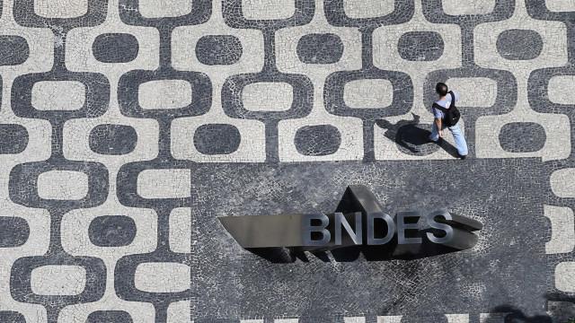 Justiça suspende licitação do BNDES para privatização da Cedae