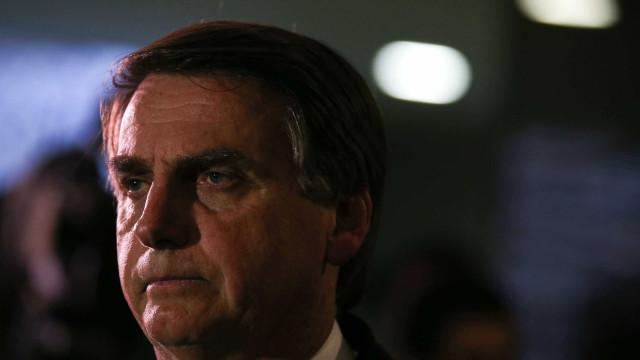 Jair Bolsonaro passa mal e é levado para hospital