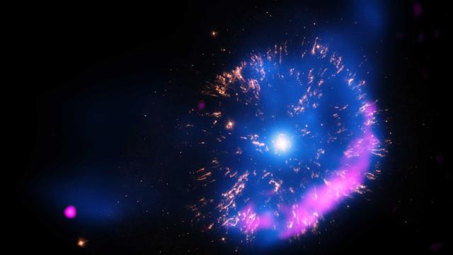 Galáxia espiral aparece rodeando estrelas famosas