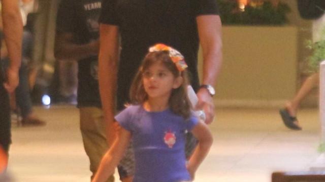 Cauã Reymond compartilha vídeo da filha cantando: 'Assim mata o pai'