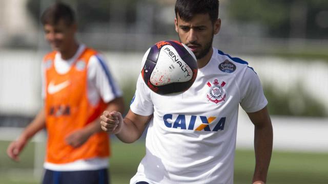 Corinthians cede Camacho ao Atlético-PR em troca por lateral Sidcley