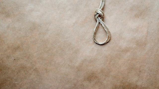 Sudão condena à morte jovem que matou marido que a agrediu e estuprou