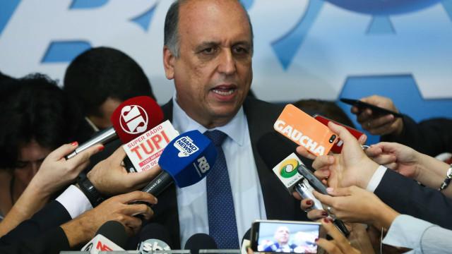 Acho muito cruel a vida do político no Brasil, diz Pezão