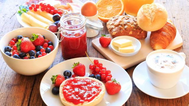Saiba o que comer no café da manhã para não engordar e ter mais saúde
