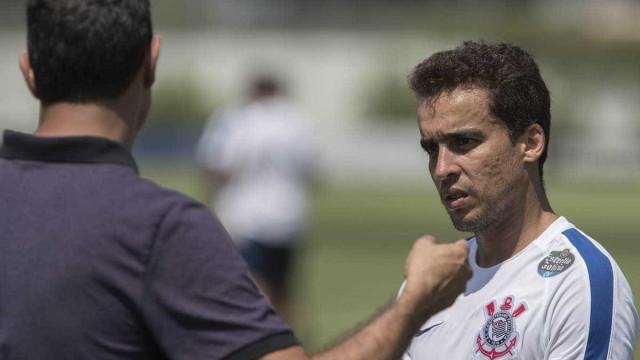 Jadson retorna ao Corinthians mas ficará no banco contra o Palmeiras