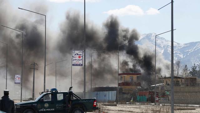 Explosão no Afeganistão deixa ao menos 40 mortos