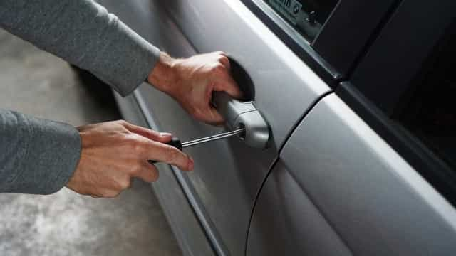 Quadrilha rouba cinco carros de concessionária na zona oeste de SP